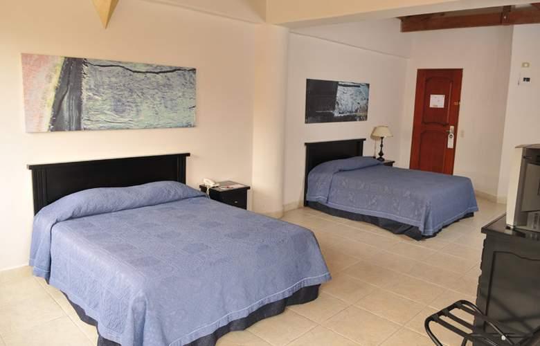 Plaza Rosa - Room - 4