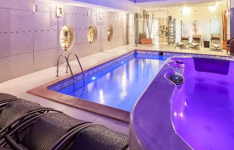 Nice Riviera - Pool - 16