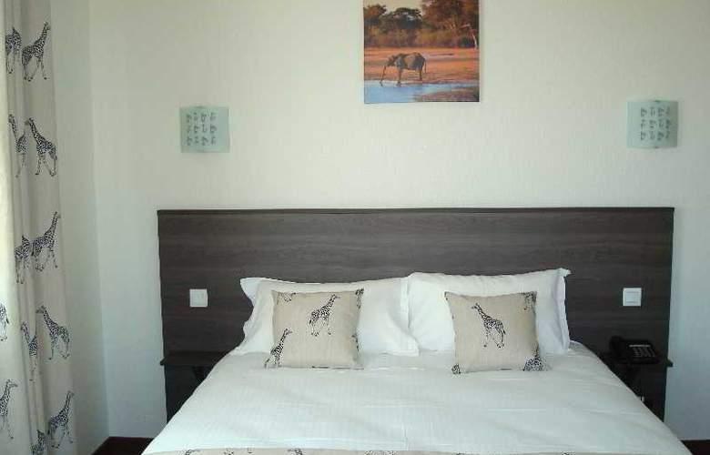 Brit Hotel Azur - Hotel - 3