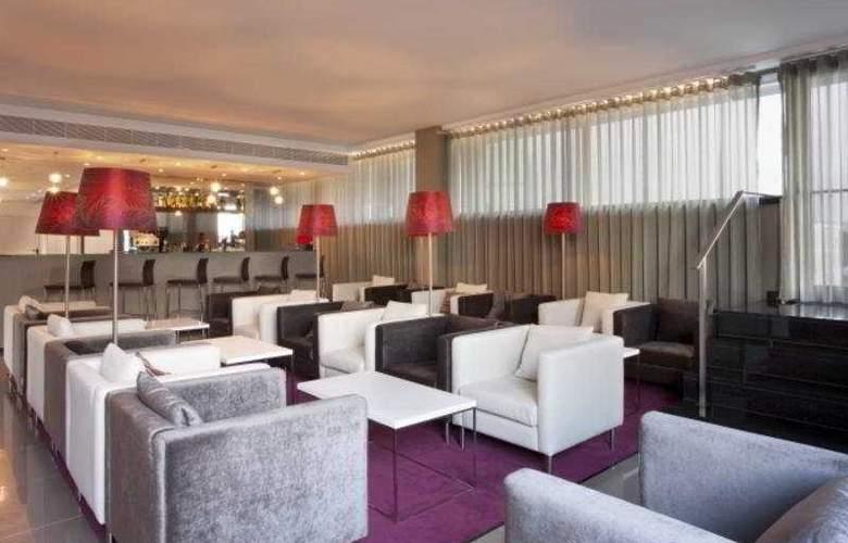 Holiday Inn Express Lisbon Airport - Bar - 7