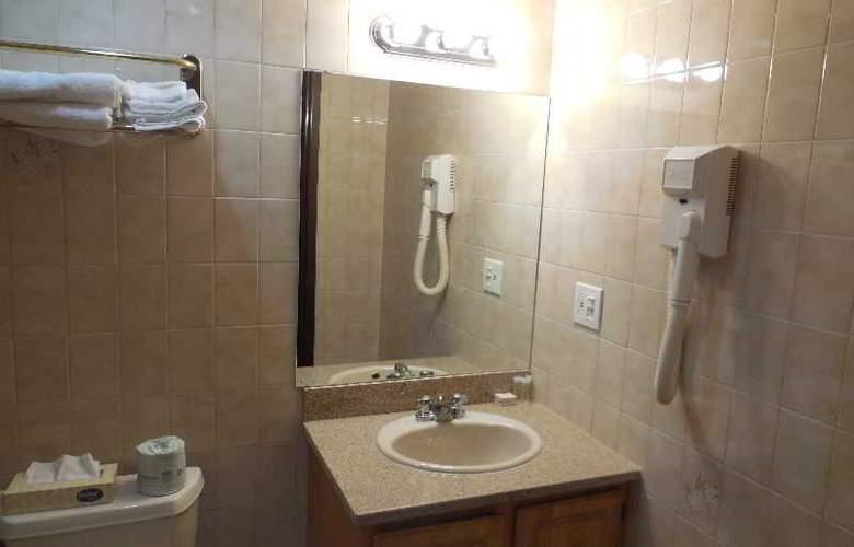 Super 8 Jamaica North Conduit Avenue - Room - 7