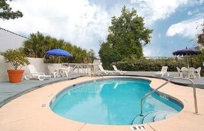 Econo Lodge West - Pool - 5