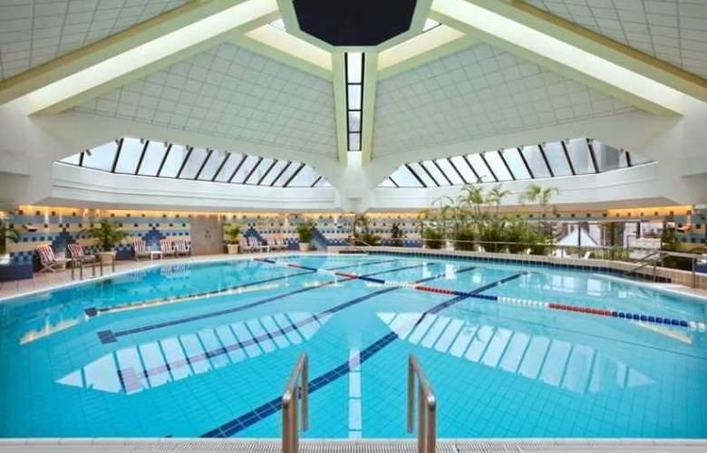 Hilton Shanghai Hongqiao - Pool - 15