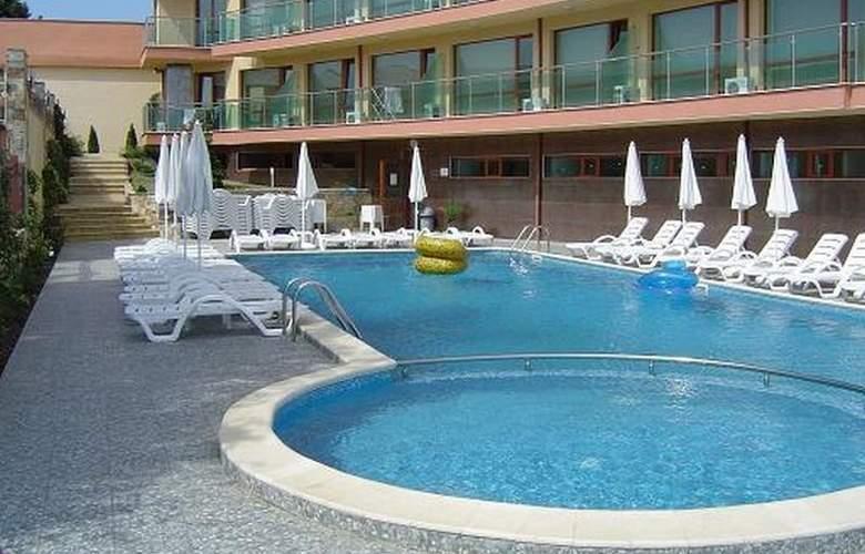 Sunny Bay Aparthotel - Pool - 2