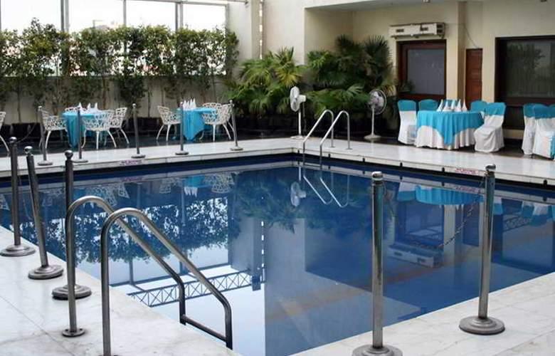 MK Hotel - Pool - 2