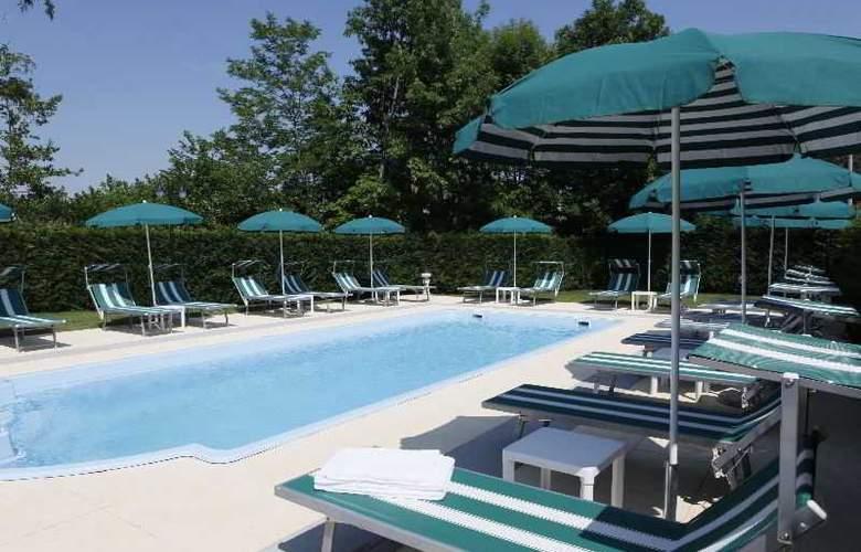 Vald Hotel - Pool - 2