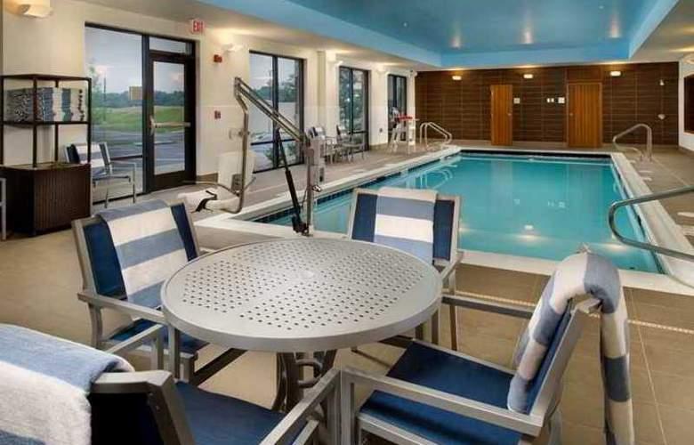 Hampton Inn and Suites Washington DC North Gaithe - Hotel - 3