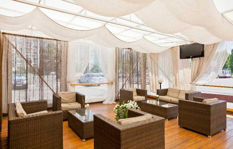 Benefit Plaza - Terrace - 10