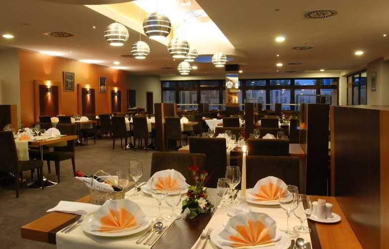 Holiday Inn Bratislava - Restaurant - 4