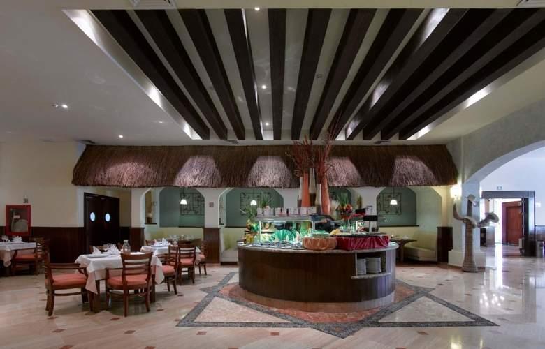 Grand Palladium Colonial Resort & Spa - Restaurant - 35