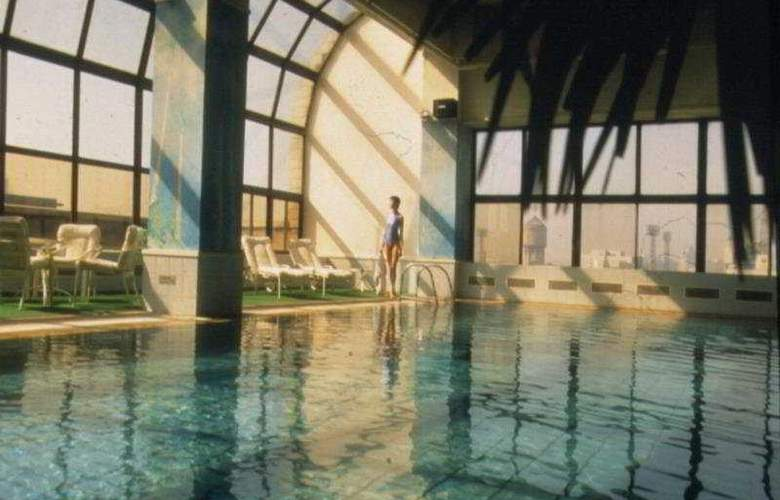 New World - Pool - 4