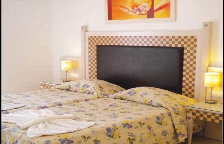 Domna Petinaros - Room - 7