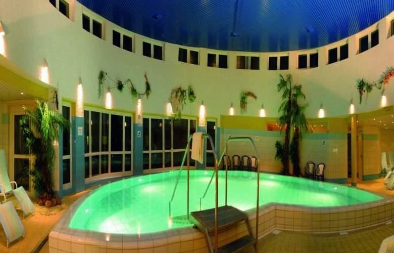 Wyndham Garden Wismar - Pool - 3