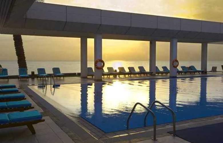 Hilton Kuwait Resort - Hotel - 9