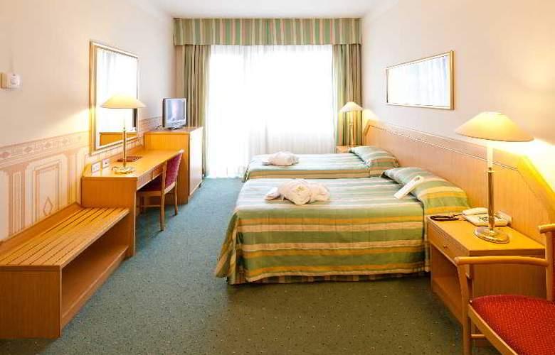 Nasco - Room - 9