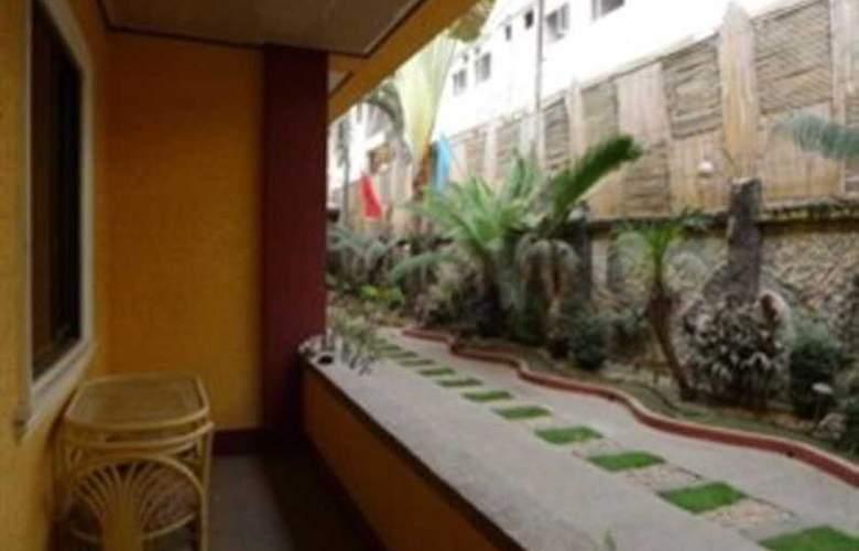 Turissimo Garden Hotel - Terrace - 5