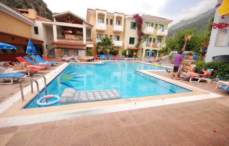 Montebello Beach Hotel - Pool - 8