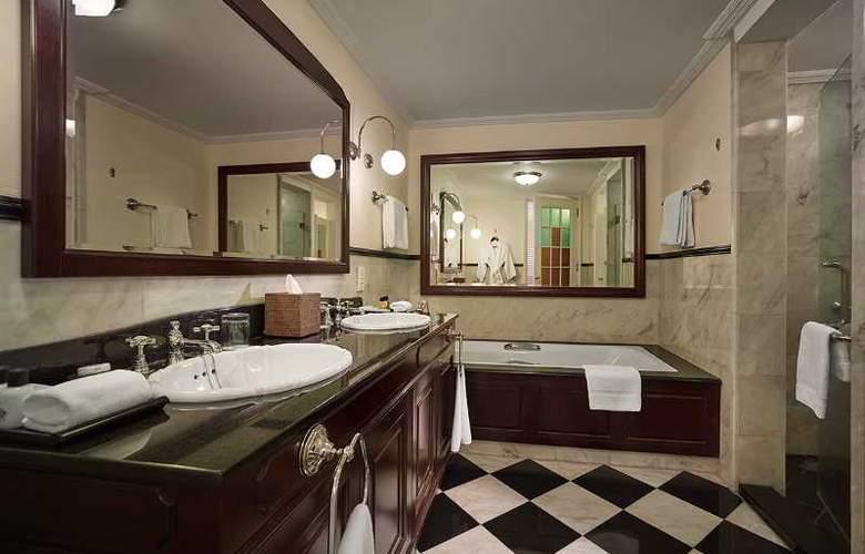Eastern and Oriental Hotel Penang - Room - 34