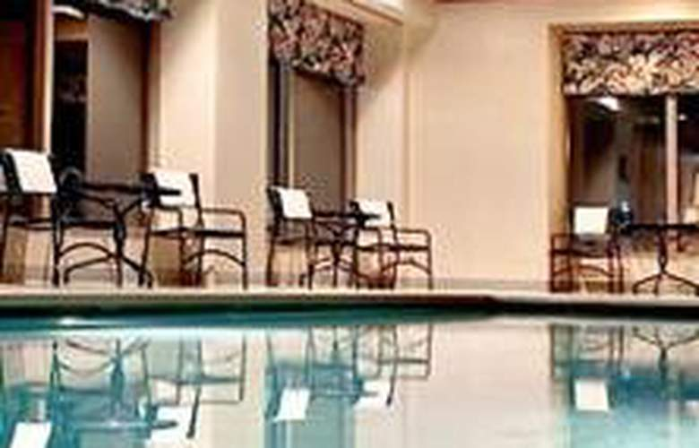 Courtyard Arlington Crystal City - Pool - 3
