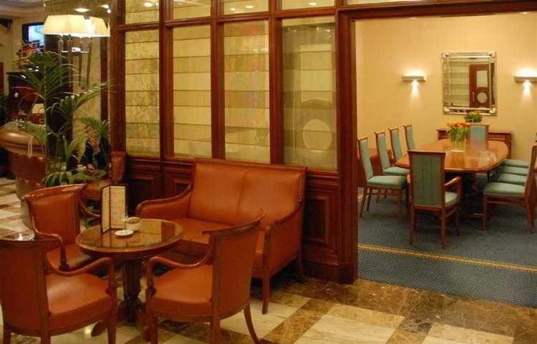 Best Western Premier Astoria - Hotel - 97