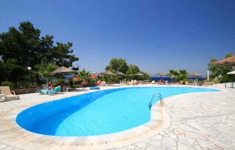 Alcaeos - Pool - 8