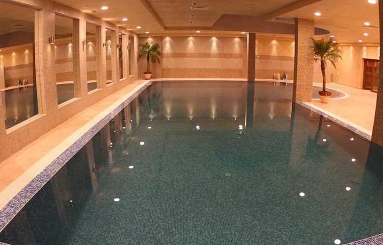 Villa Park - Pool - 6