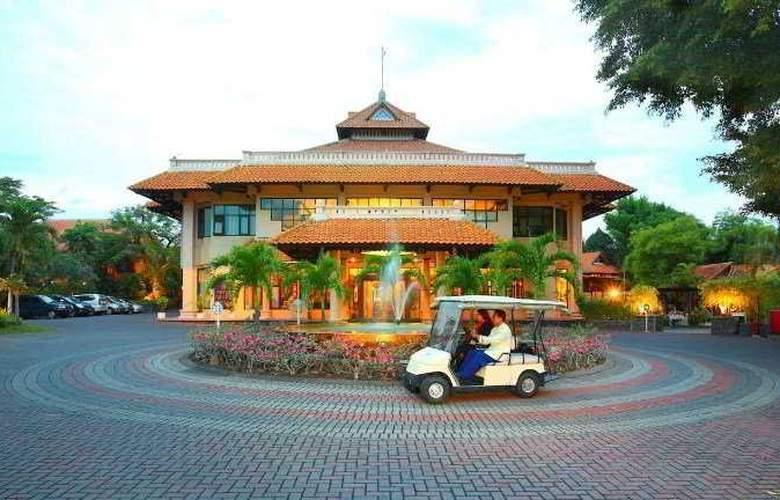 Equator - Hotel - 0