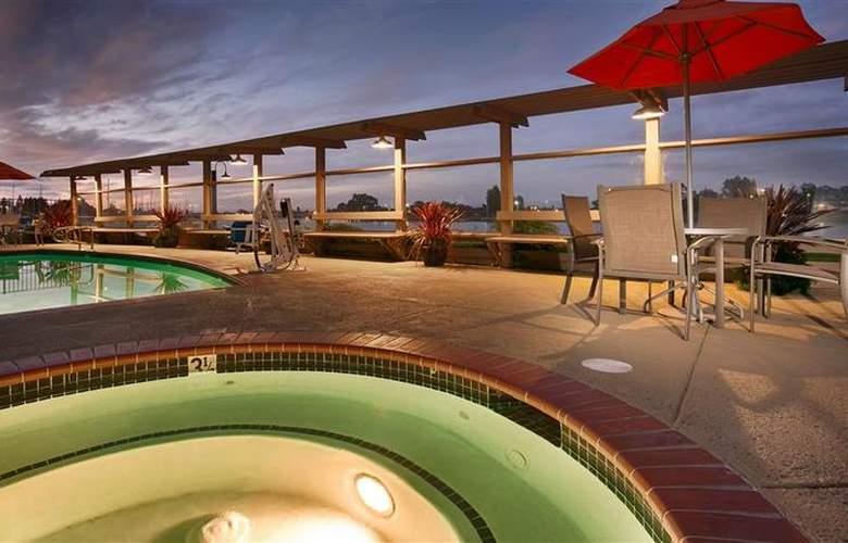Best Western Plus Bayside Hotel - Pool - 33