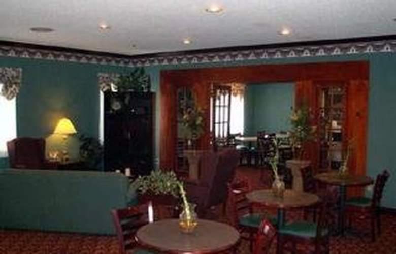 Quality Inn & Suites East - Bar - 4
