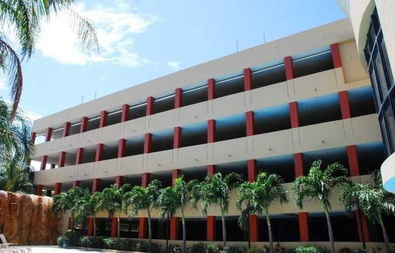 Howard Johnson Royal Garden Reynosa - Hotel - 0