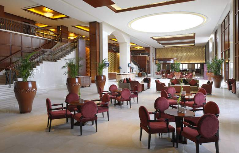 Ramada by Wyndham Jumeirah - Bar - 18