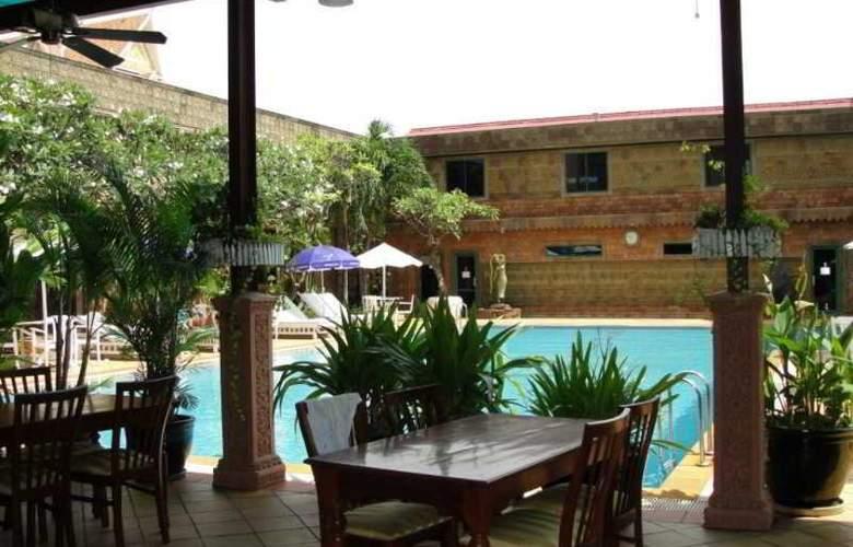 Imperial Garden Villa & Hotel Phnom Penh - Pool - 28
