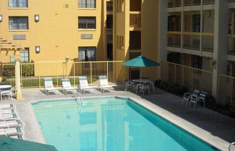 La Quinta Fresno-Yosemite - Pool - 4