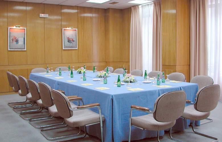Gran Versalles - Conference - 3