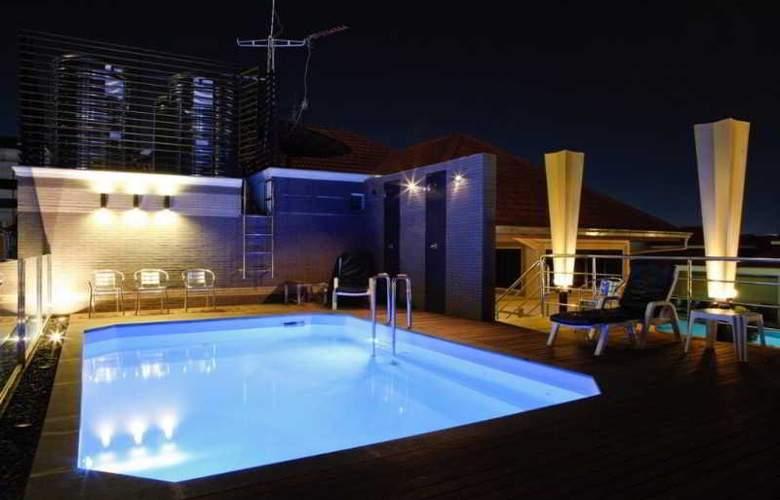Inn House - Pool - 11