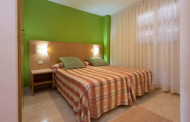 California Apartamentos - Room - 12
