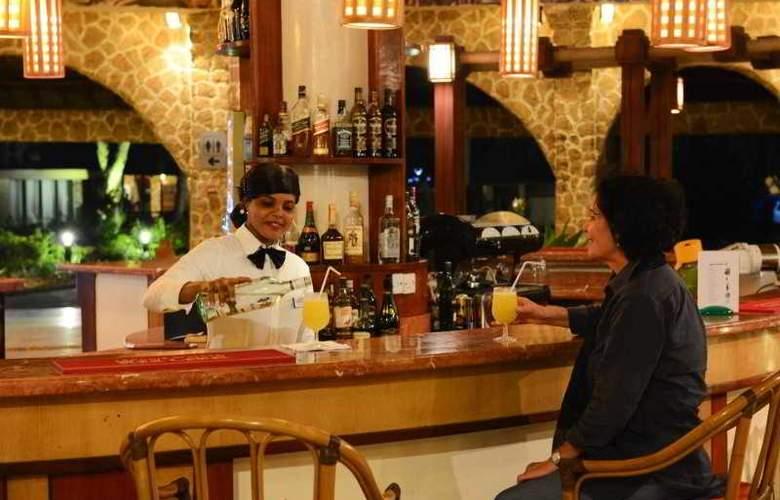Ledger Plaza Bahari Beach - Bar - 11