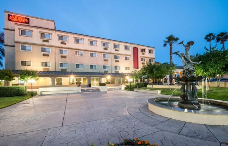 Ramada West Sacramento - Hotel - 0