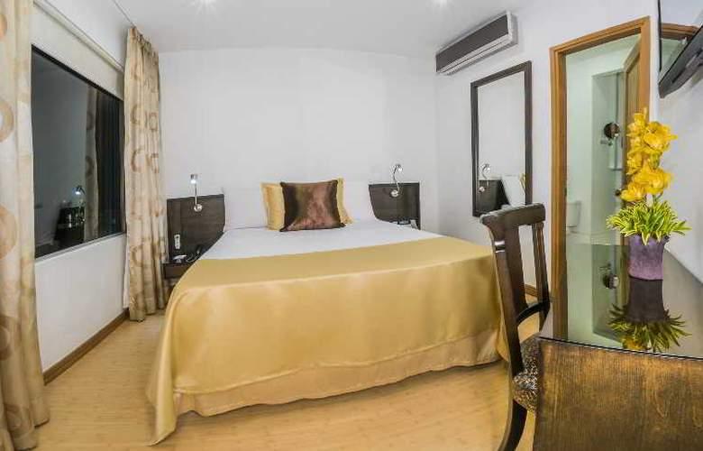 Egina Medellin - Room - 22