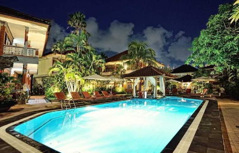 Wina Holiday Villa - Pool - 12