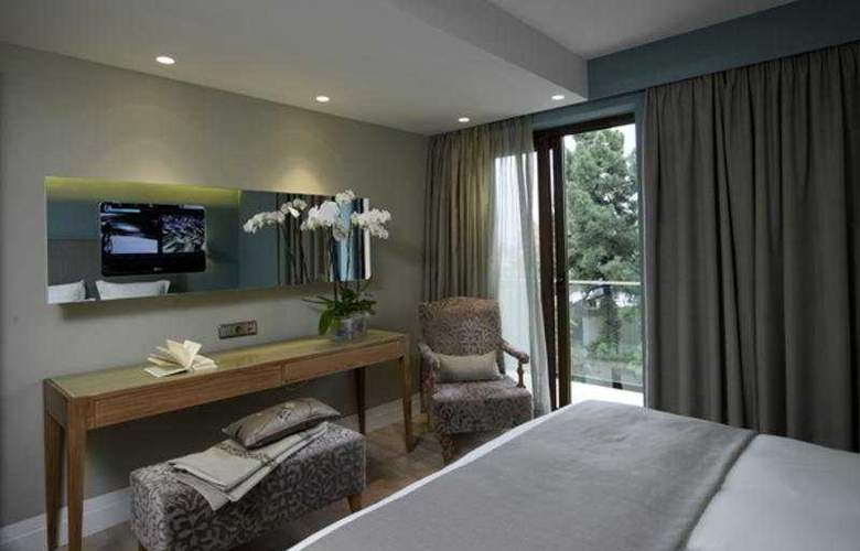 The Y - Room - 4