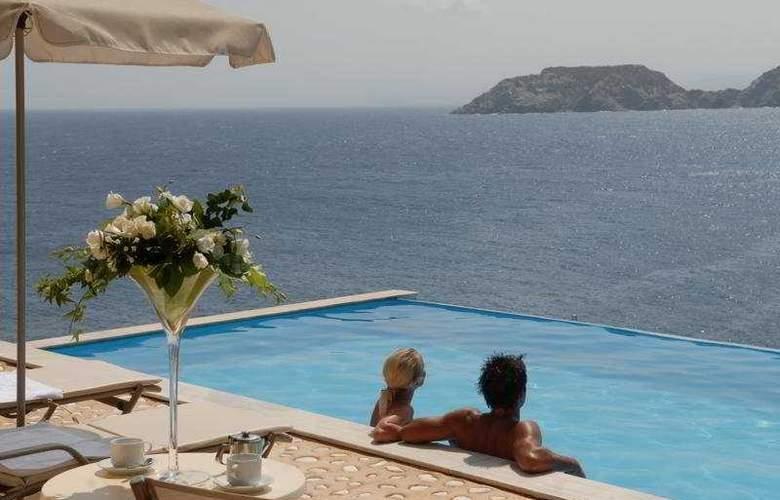Seaside Resort and Spa - Pool - 5