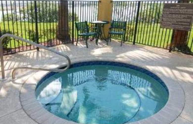 Holiday Inn Exp & Suites Ft. Lauderdale Air. West - Pool - 4