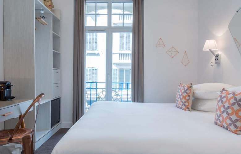 Simone - Room - 6