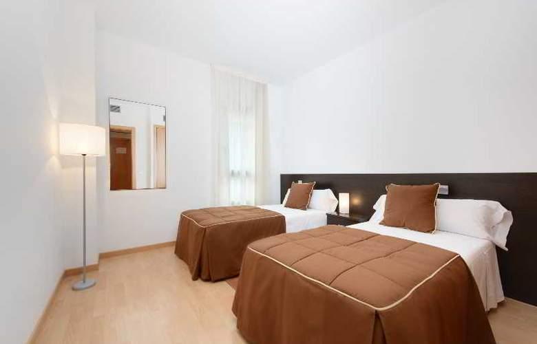 Tryp Madrid Airport Suites - Room - 17