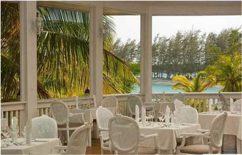 Fantasy Island Dive Resort - Restaurant - 3