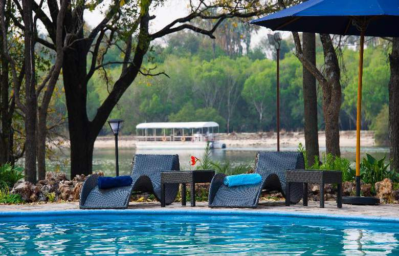 A Zambezi River Lodge - Pool - 9
