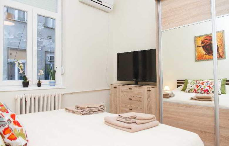3 Bedroom Apartment cENTRAL sQUARE - Room - 8