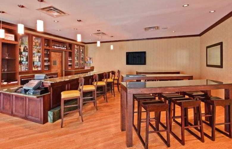 Crowne Plaza Memphis - Bar - 30