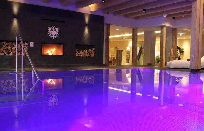 Krumers Post Hotel & Spa - Pool - 2
